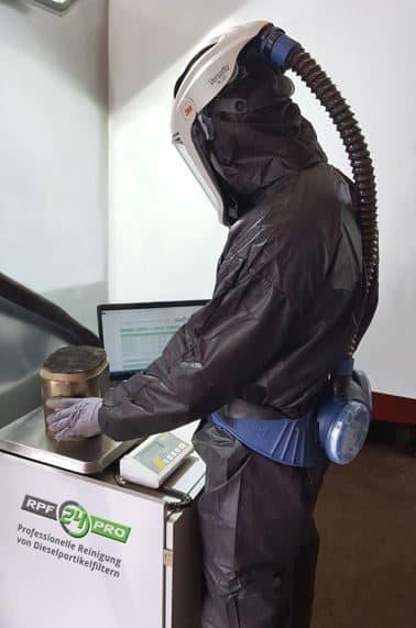 Partikelfilter wird zur Reinigung Vorbereitet